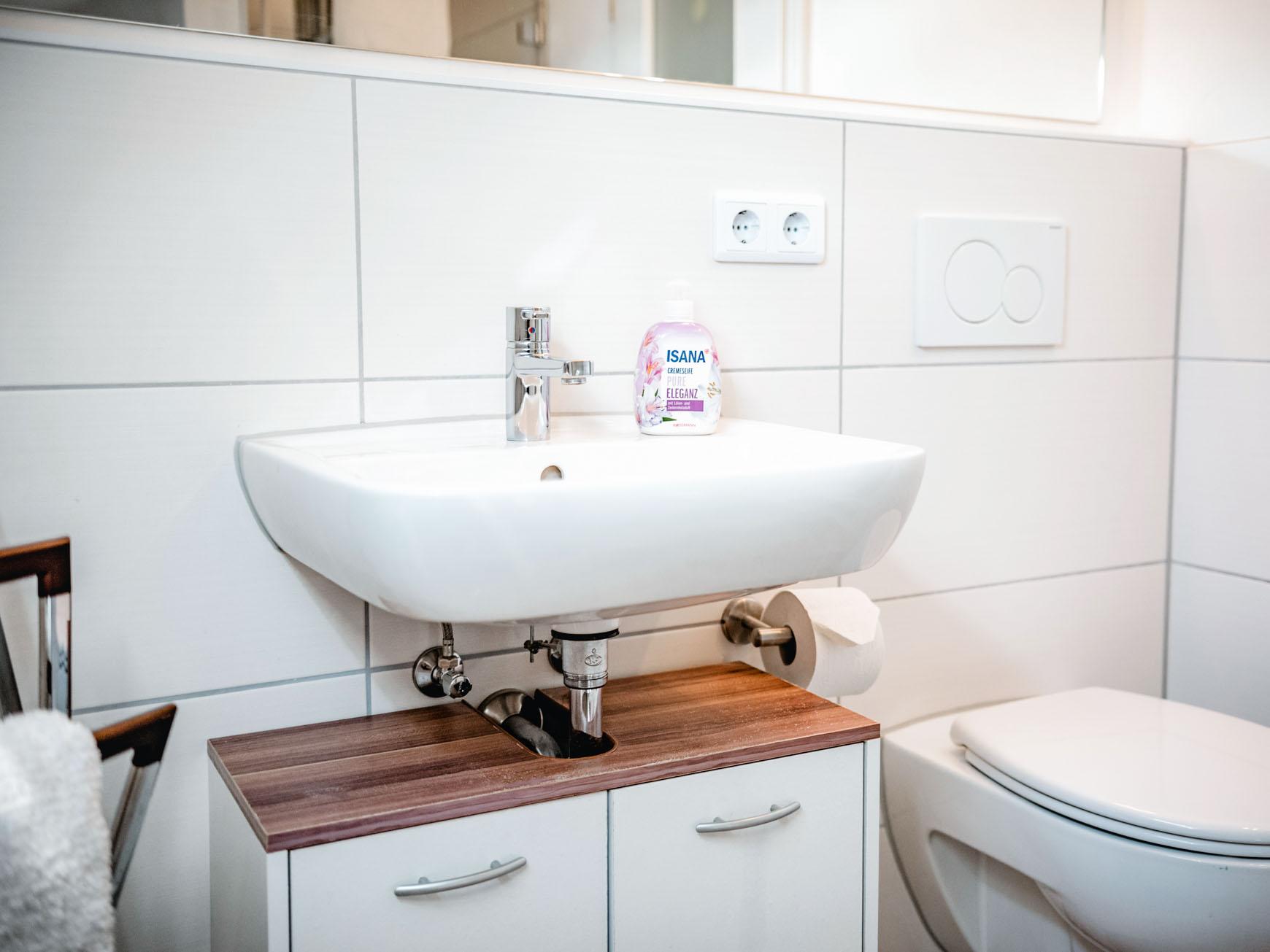 Ferienwohnung - Waschbecken im Bad