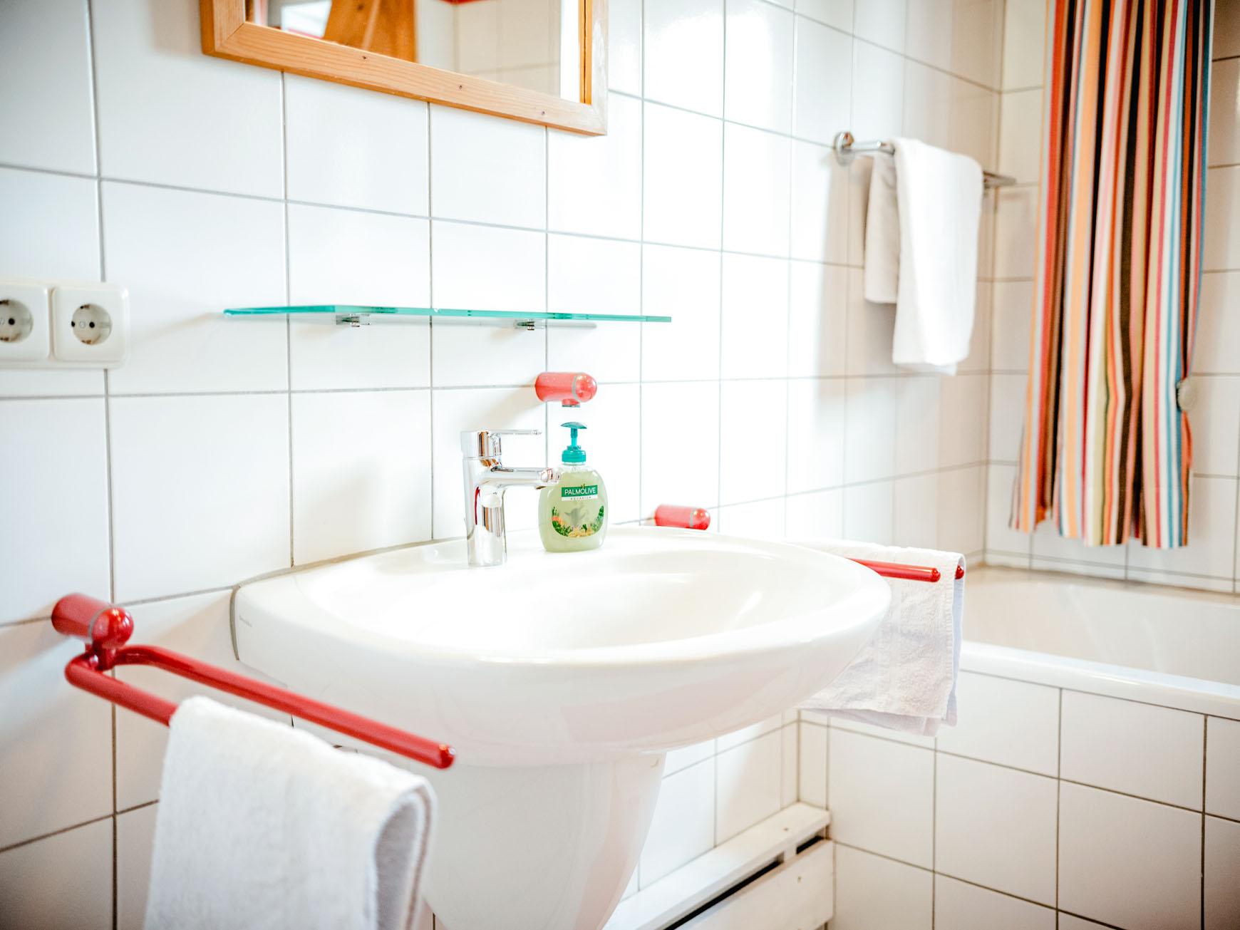 Waschbecken im Gemeinschaftsbad